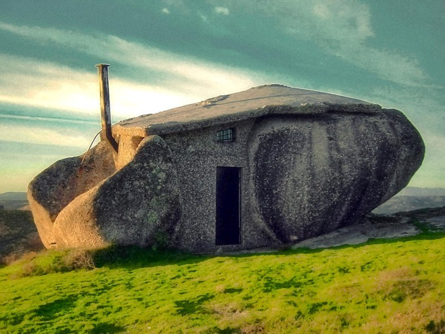 Nhà bằng đá