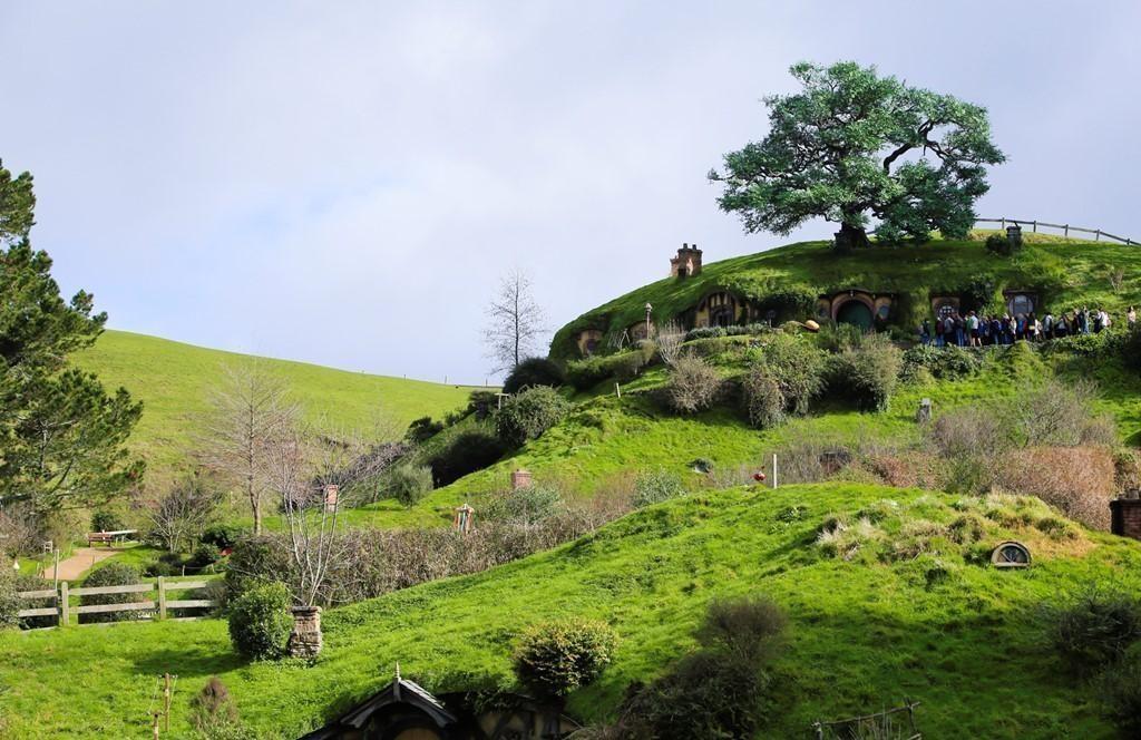Những ngôi nhà Hobbit chìm trong núi cao