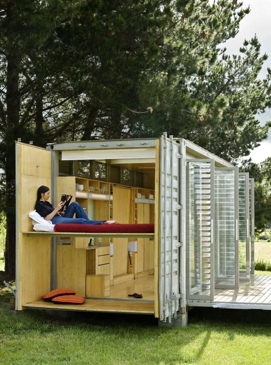 Nhờ sắp xếp hợp lý nên chủ nhà có đầy đủ không gian để sống và nghỉ ngơi, đọc sách như 1 ngôi nhà tiện nghi.