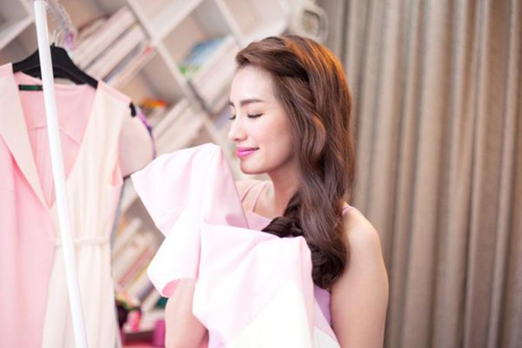 Cách khử mùi ẩm mốc trên quần áo