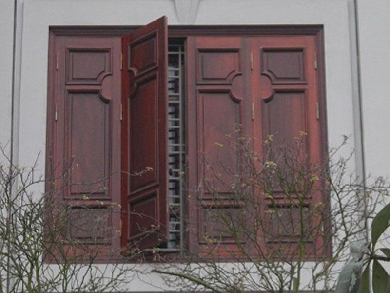 Nên tránh đặt ba cửa ra vào và kích thước cửa sổ gỗ 4 cánh đẹp hay nhiều hơn nữa trong một loạt nối tiếp nhau