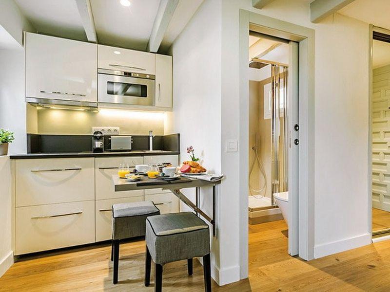 có thể hóa giải bếp gần nhà vệ sinh bằng cách sử dụng đá thạch anh