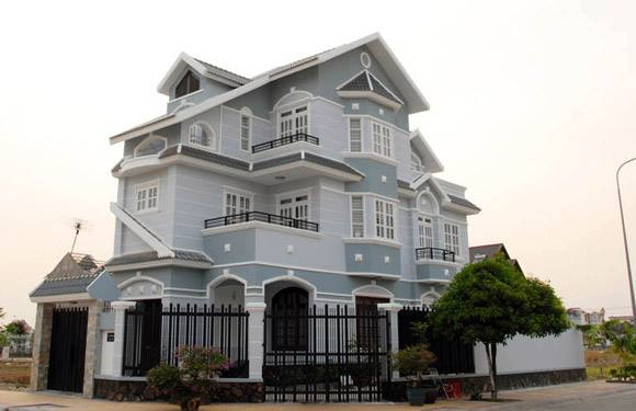 Những căn nhà màu xám xanh thường mang lại sự sang chảnh, hiện đại và sạch sẽ