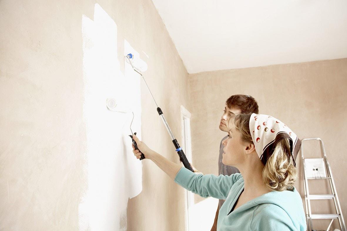 Nên sơn một lớp sơn trắng trước khi sơn màu mới cho tường cũ