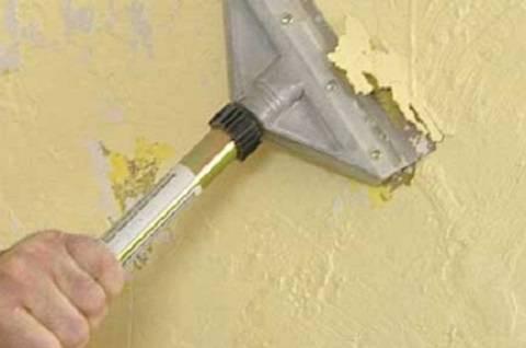 Khi sơn tường cũ bạn cần xử lí các vết sơn cũ của tường