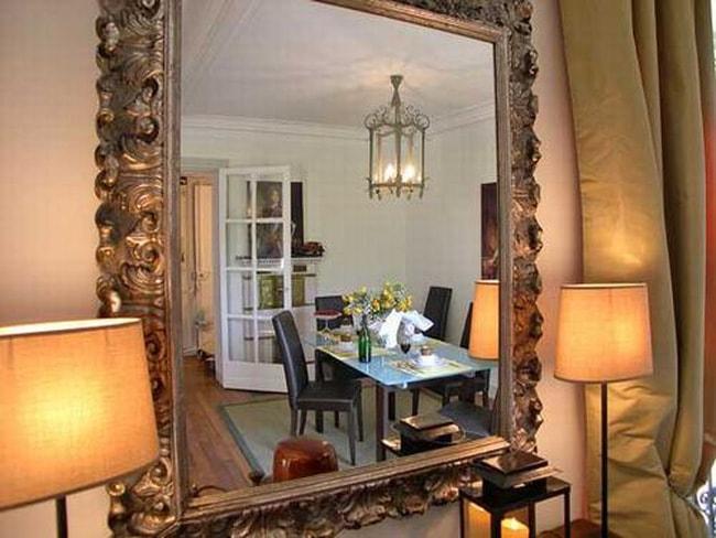 Có thể hóa giải hiện tượng gương đối diện cửa ra vào bằng cách đổi vị trí của gương