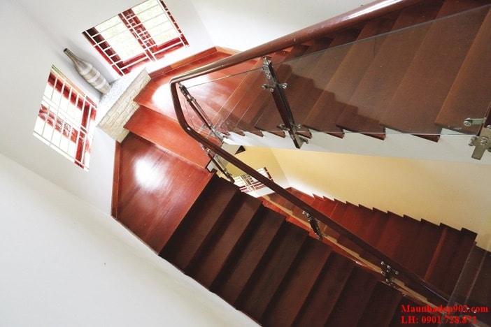 Chiều cao của cầu thang còn phụ thuộc khá nhiều vào chiều cao thông thủy của ngôi nhà