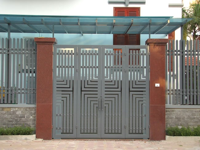 Mẫu cổng sắt được thiết kế với những chi tiết vuông vắn tạo nên góc nhìn đa chiều
