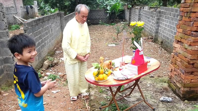 Cần thực hiện nghi lễ làm nhà một cách trang trọng, thể hiện thái độ tôn trọng thần linh